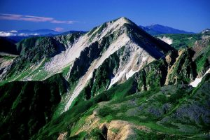 1024px-Mount_Washiba_from_Suisho_Hut_1999-08-09 (1)
