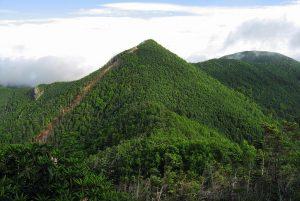 1024px-Mt.Kobushigatake_from_Mt.Tokusa_03