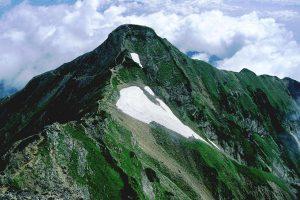 1024px-North_peak_of_Kashimayarigatake_from_South_peak_2001-8-2