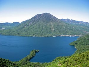 1024px-Mount_nantai_and_lake_chuzenji